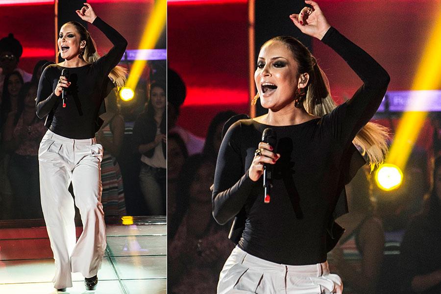 """O body preto e a calça branca usados por Claudia no """"The voice"""" estão entre os itens mais pedidos pelo público na Central de Atendimento ao Telespectador"""