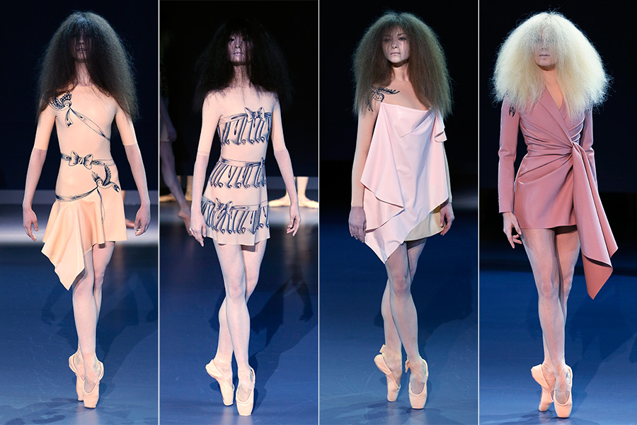 Os estilistas Viktor & Rolf também se inspiraram no universo do balé, com bailarinas de sapatilha de ponta passando pela passarela