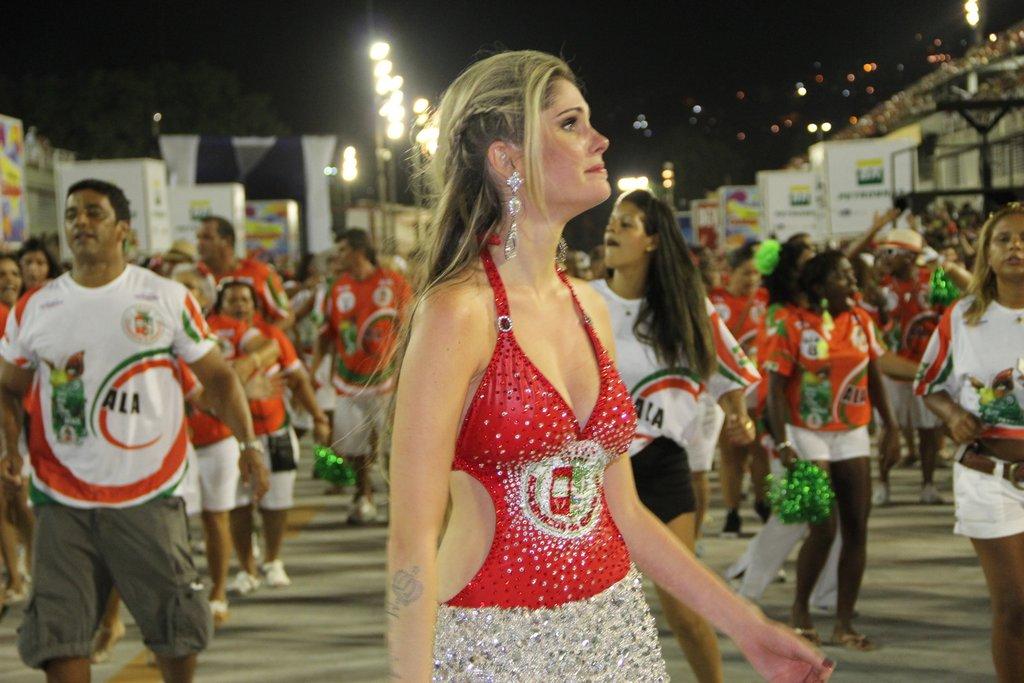 Bárbara Evans em ensaio técnico da Grande Rio na Marquês de Sapucaí, no Centro do Rio