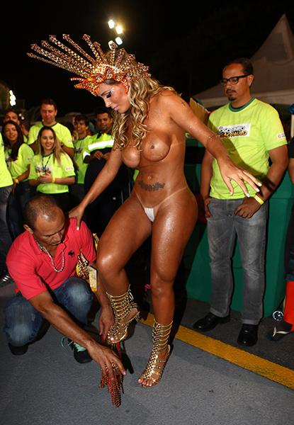 Andressa Urach se vestiu na concentração da Leandro de Itaquera