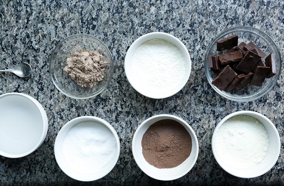 Os ingredientes usados para Gracyanne Barbosa para preparar a receita do ovo de Páscoa de Whey Protein