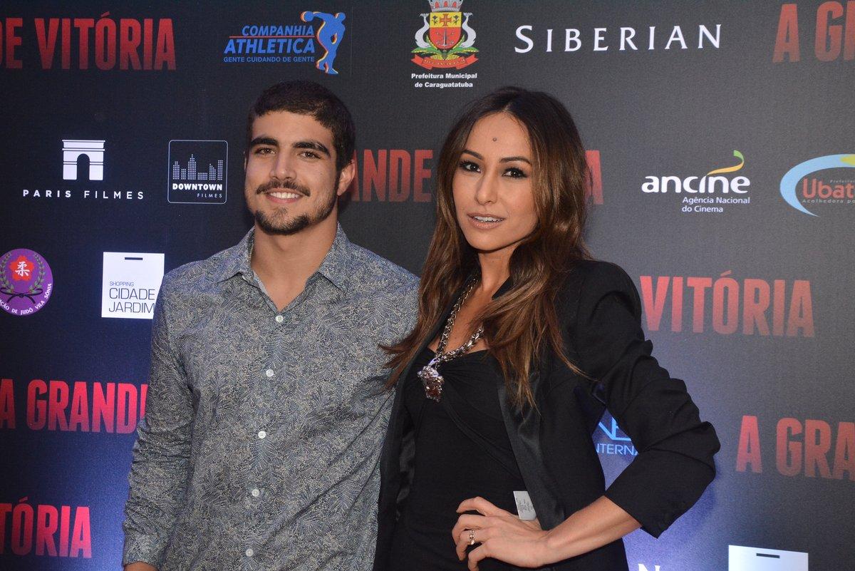 Caio Castro e Sabrina Sato na pré-estreia do filme A Grande Vitória
