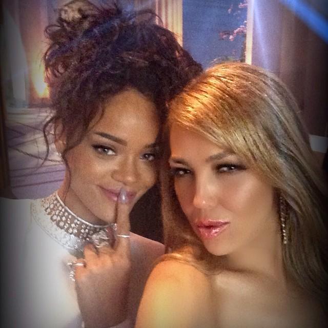 Rihanna e Thalia no baile de gala do MET em Nova York, nos EUA