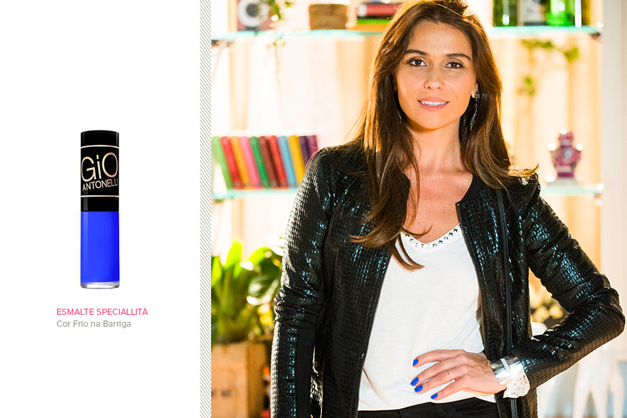 """O esmalte azul usado por Giovanna Antonelli em """"Em família"""" é sucesso absoluto. O tom se chama """"Frio na Barriga"""" e custa R$ 9,90"""