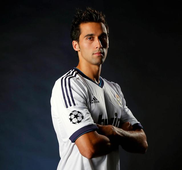Alvaro Arbeola sofreu uma grave lesão no joelho direito no início do ano que o fez ficar de fora da seleção espanhola. Para conferir  o jogo do moço agora só acompanhando o Real Madrid.