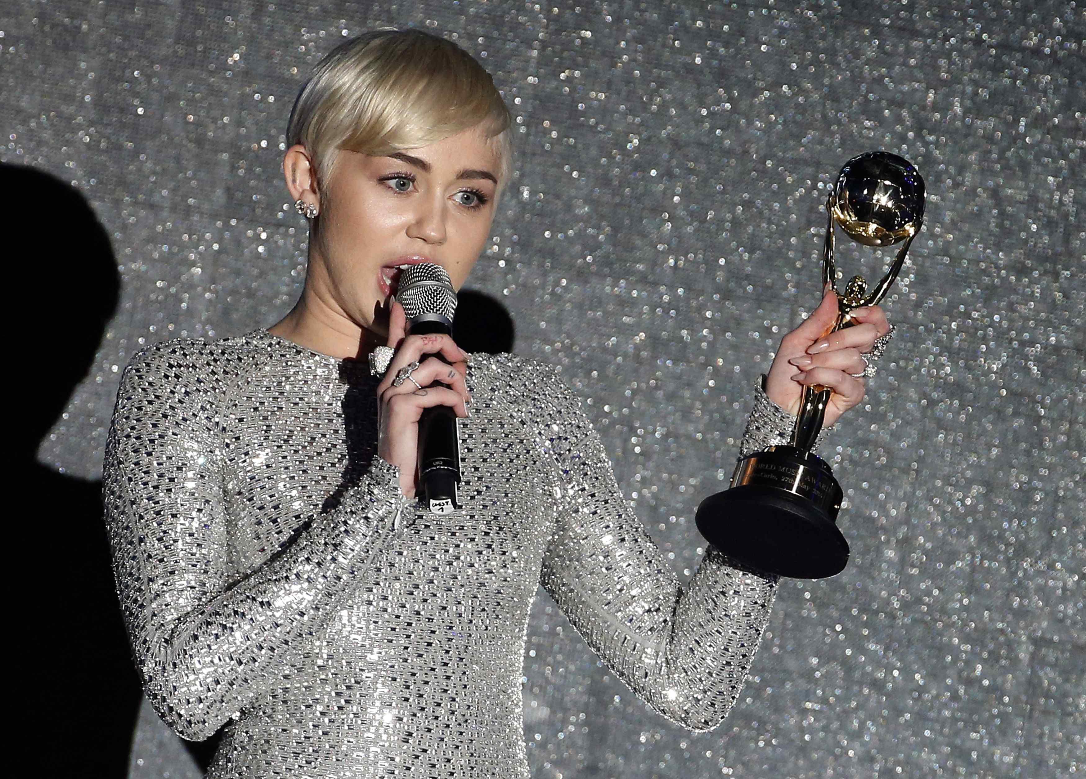 Miley Cyrus em premiação em Monte Carlo