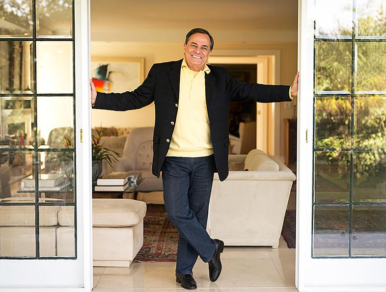 Ronnie Von posa em clima de descontração para o EGO em sua casa, em São Paulo