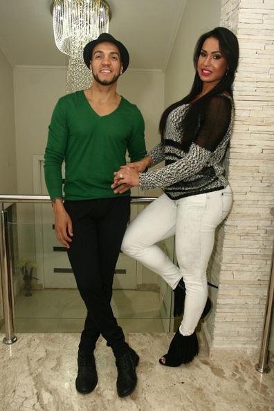 Belo e Gracyanne Barbosa estão casados há dois anos