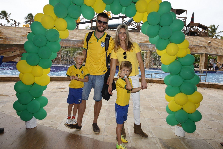 Fernanda Lima e Rodrigo Hilbert são pais de Franciso e João, de 6 anos