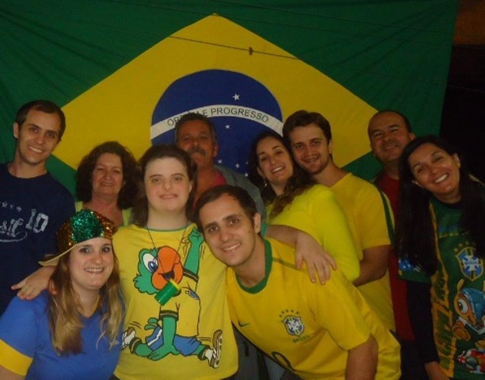 Diretamente de Limeira, São Paulo, a família de Silcia Zucaratto manda boas vibrações para os jogadores do Brasil. 'Somos todos um só!! Família Zucaratto na torcida por Nossa Seleção!'