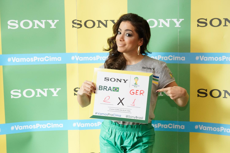 Anitta no Ponto de Encontro de encontro Sony do jogo Brasil x Alemanha - BH