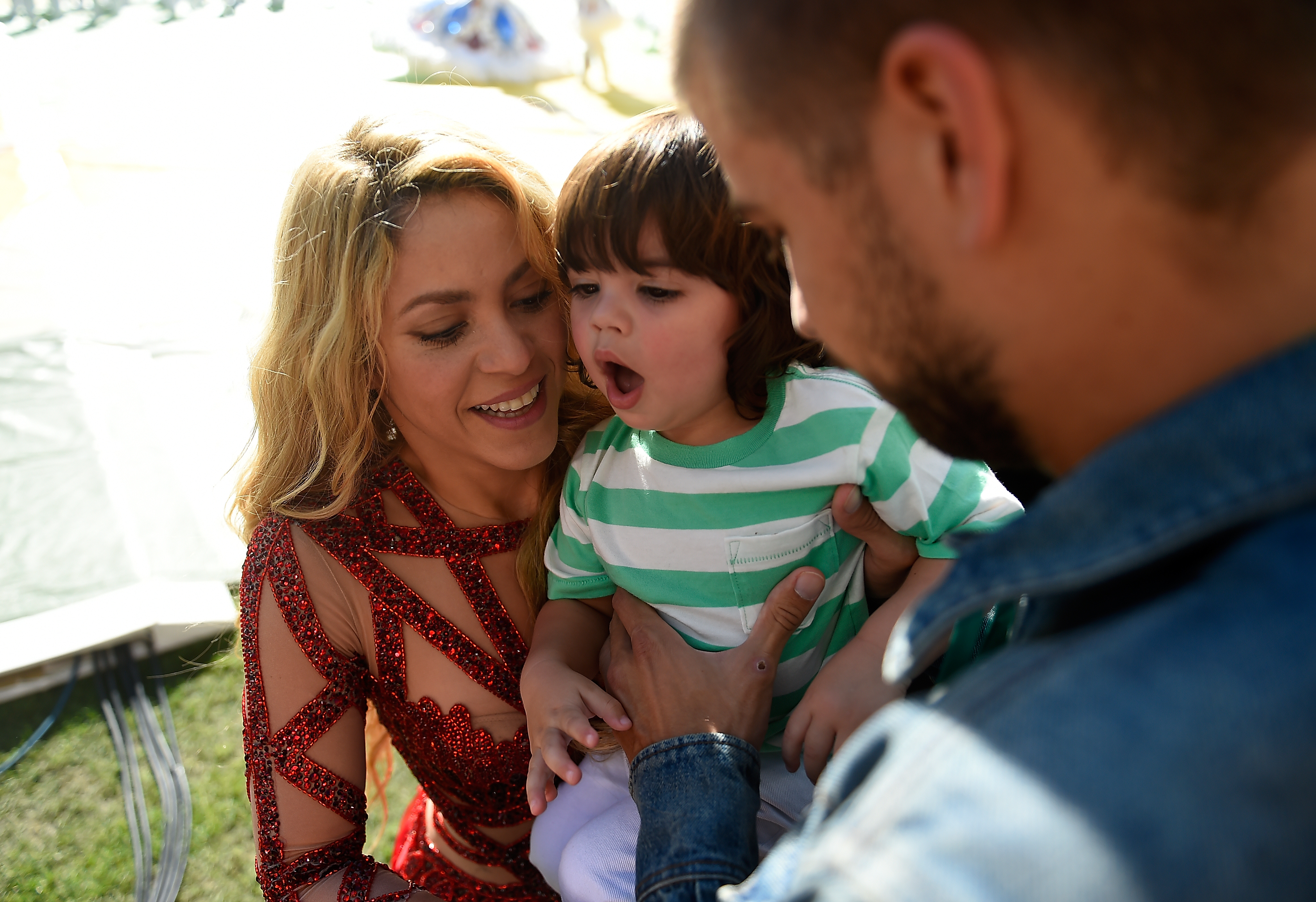 Shakira, o filho Milan e o marido Gerard Piqué