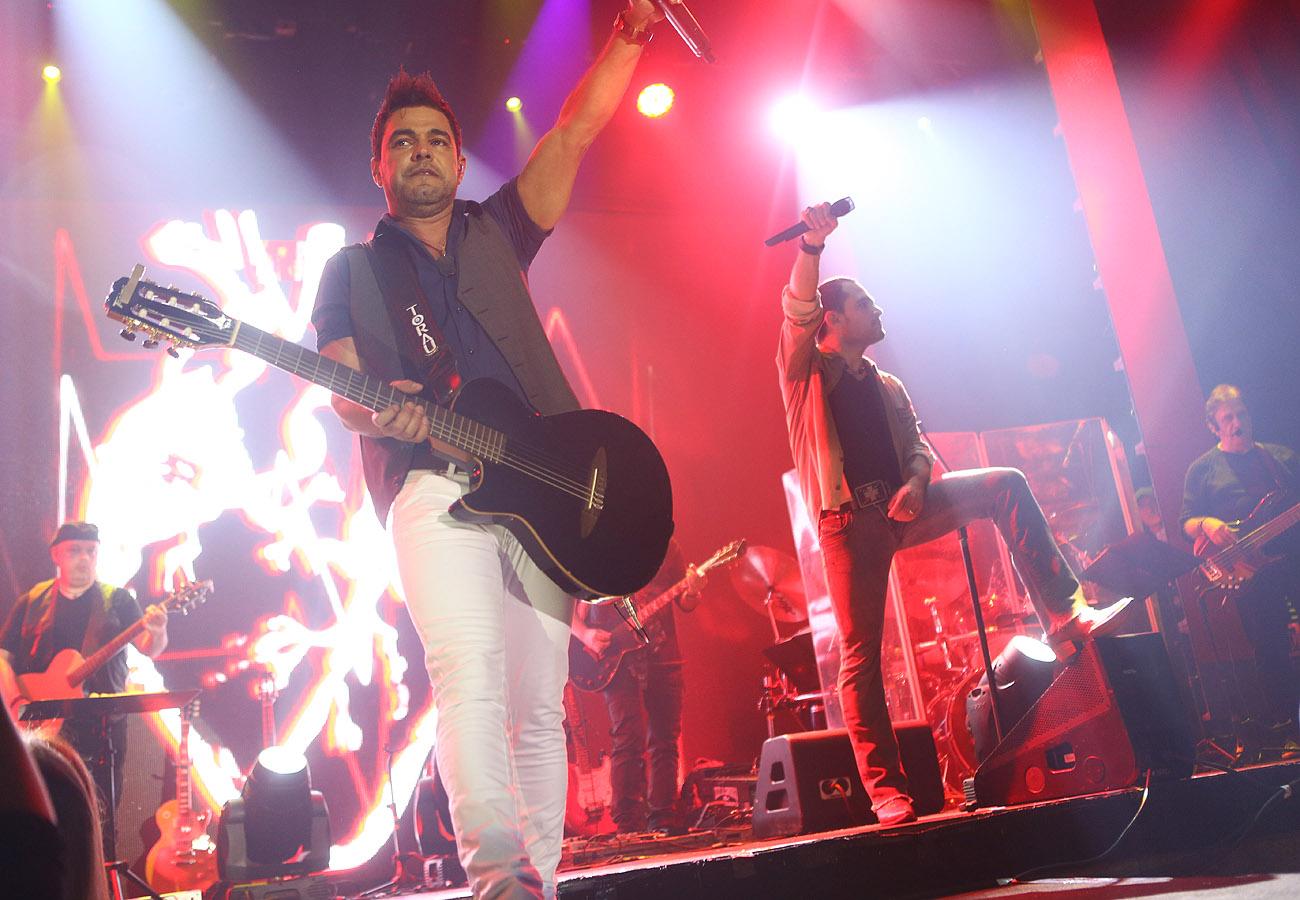 Zezé Di Camargo e Luciano em show em São Paulo