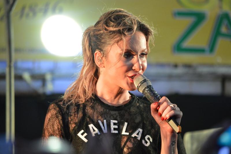 Claudia Leitte se apresenta em micareta em Fortaleza, no Ceará