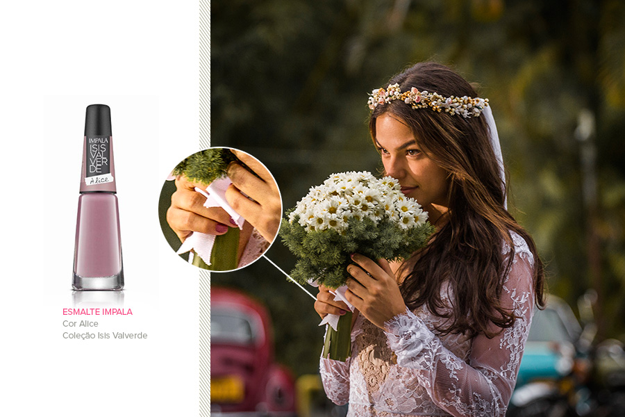 O esmalte rosinha nas mãos de Isis Valverde é da coleção da atriz para a Impala, na cor Alice, que custa R$ 5,20