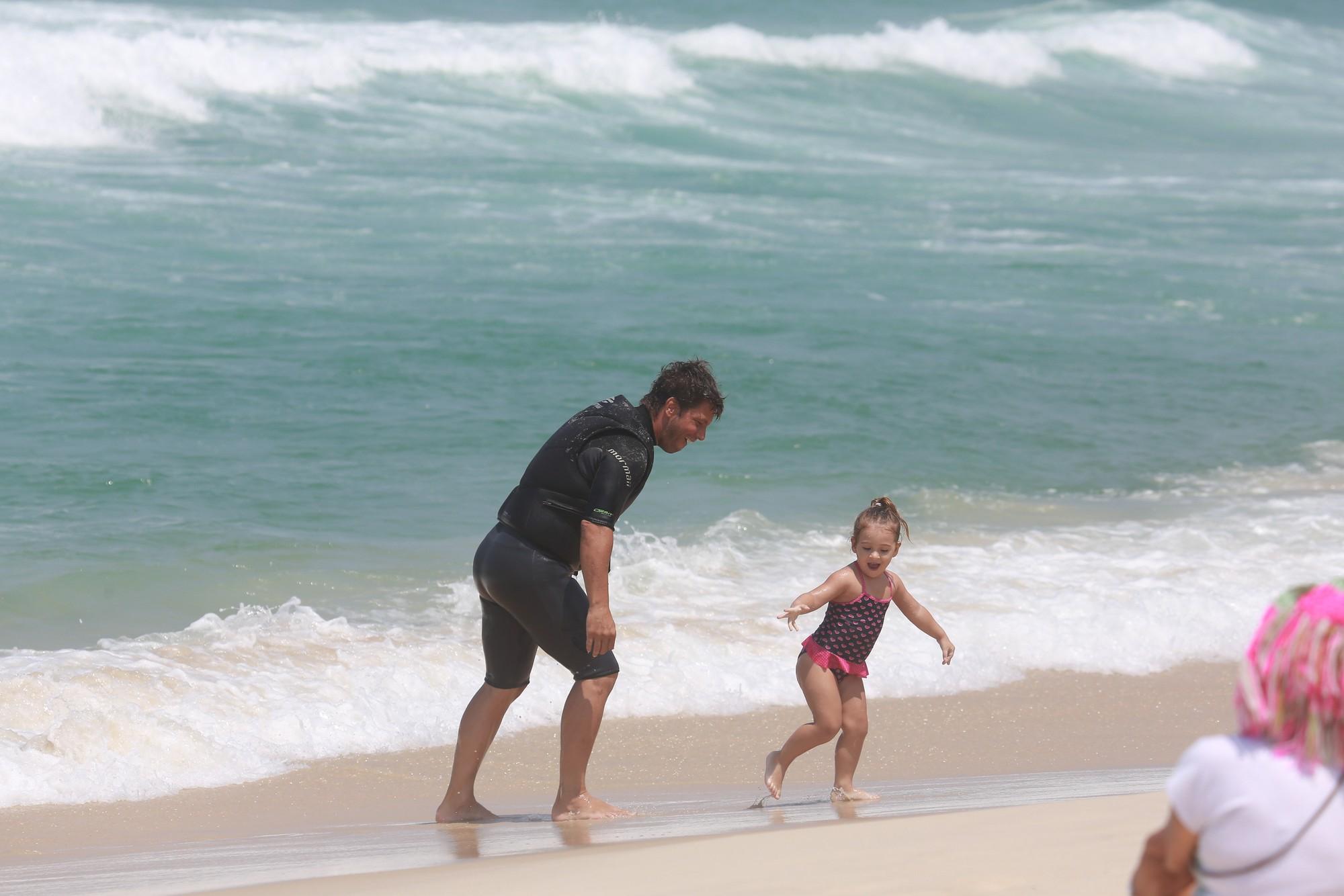 Mario Frias e pequena Laura