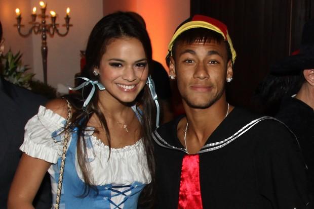 """Neymar já acompanhou Bruna Marquezine fantasiado de """"Chaves"""""""