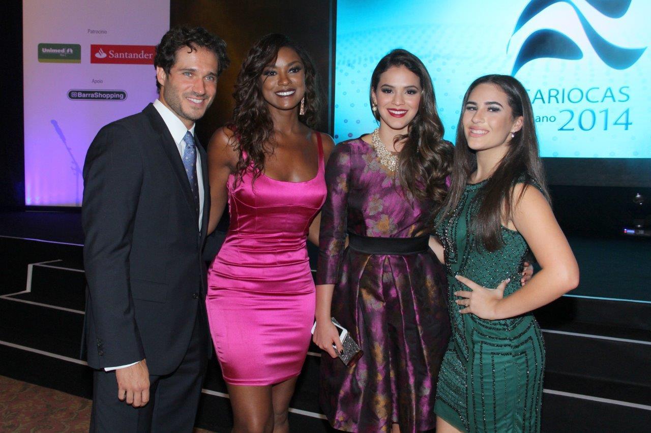 Paulo Rocha, Cris Vianna, Bruna Marquezine e Lívian Aragão em prêmio na Zona Sul do Rio