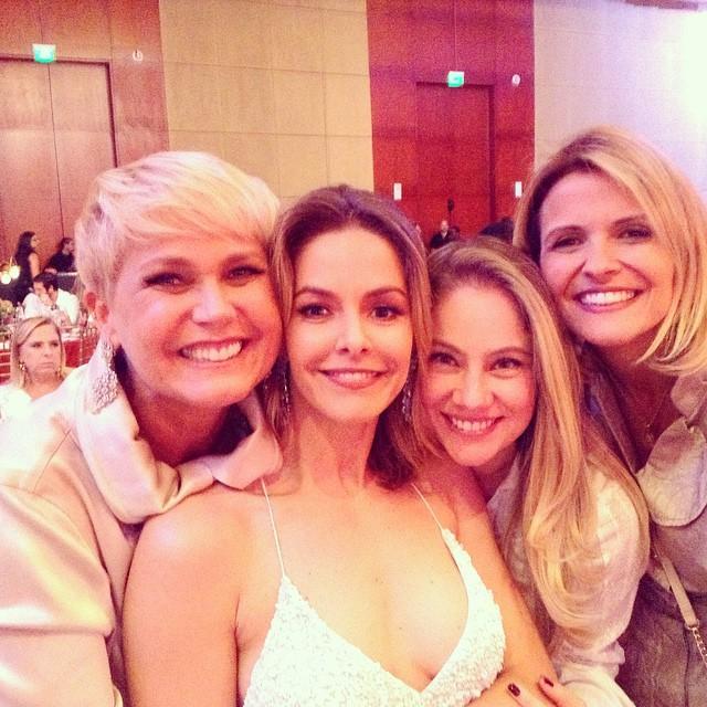 Xuxa com as ex-paquitas Bianca Rinaldi, Juliana Baroni e Tatiana Maranhão em evento em São Paulo