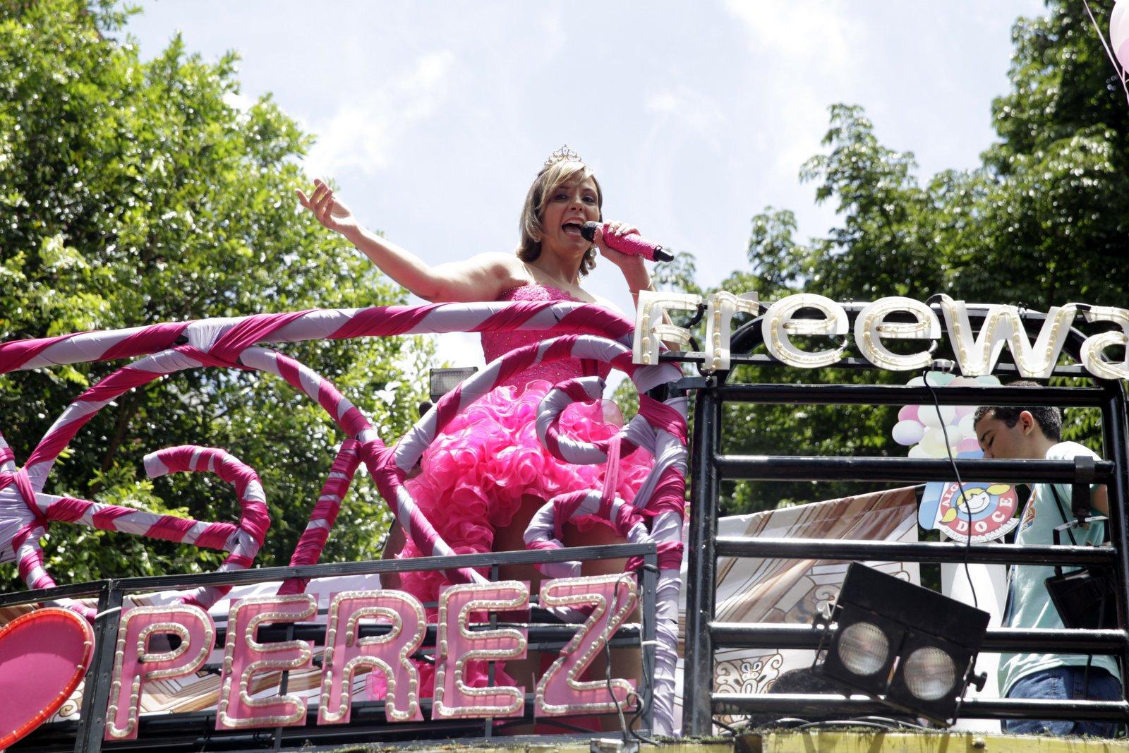 Carla Perez se apresenta no terceiro dia do carnaval de Salvador
