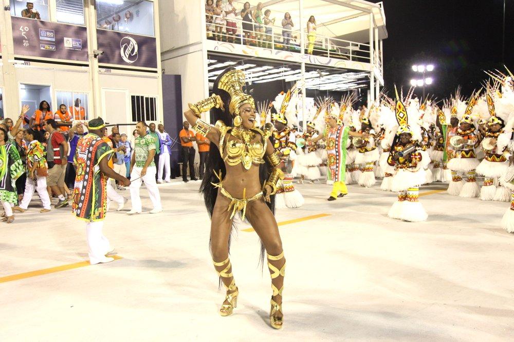 Cris Vianna abre o desfile de musas neste sábado, 21.