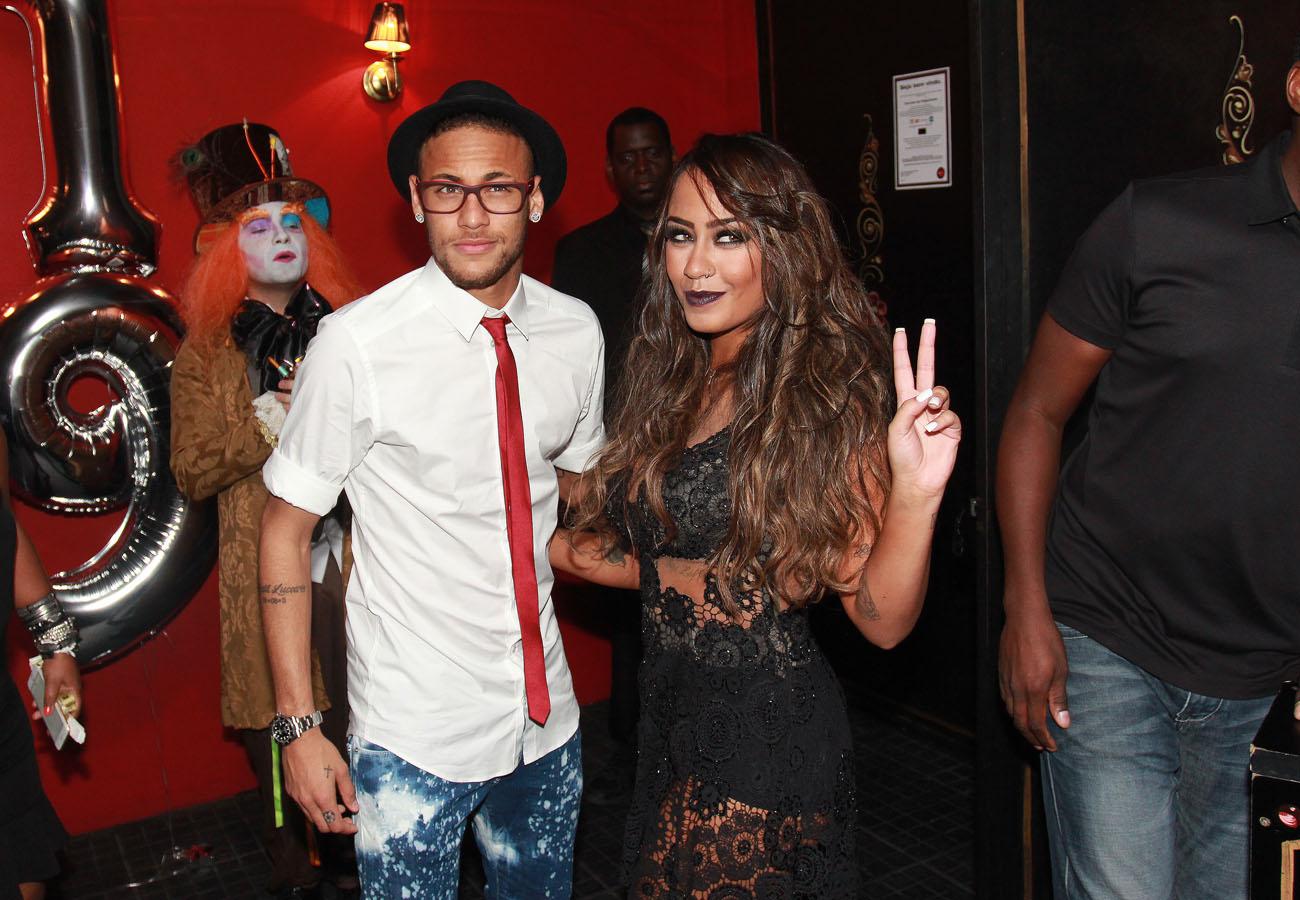 Neymar acompanha a irmã, Rafaella Santos, em festa em São Paulo