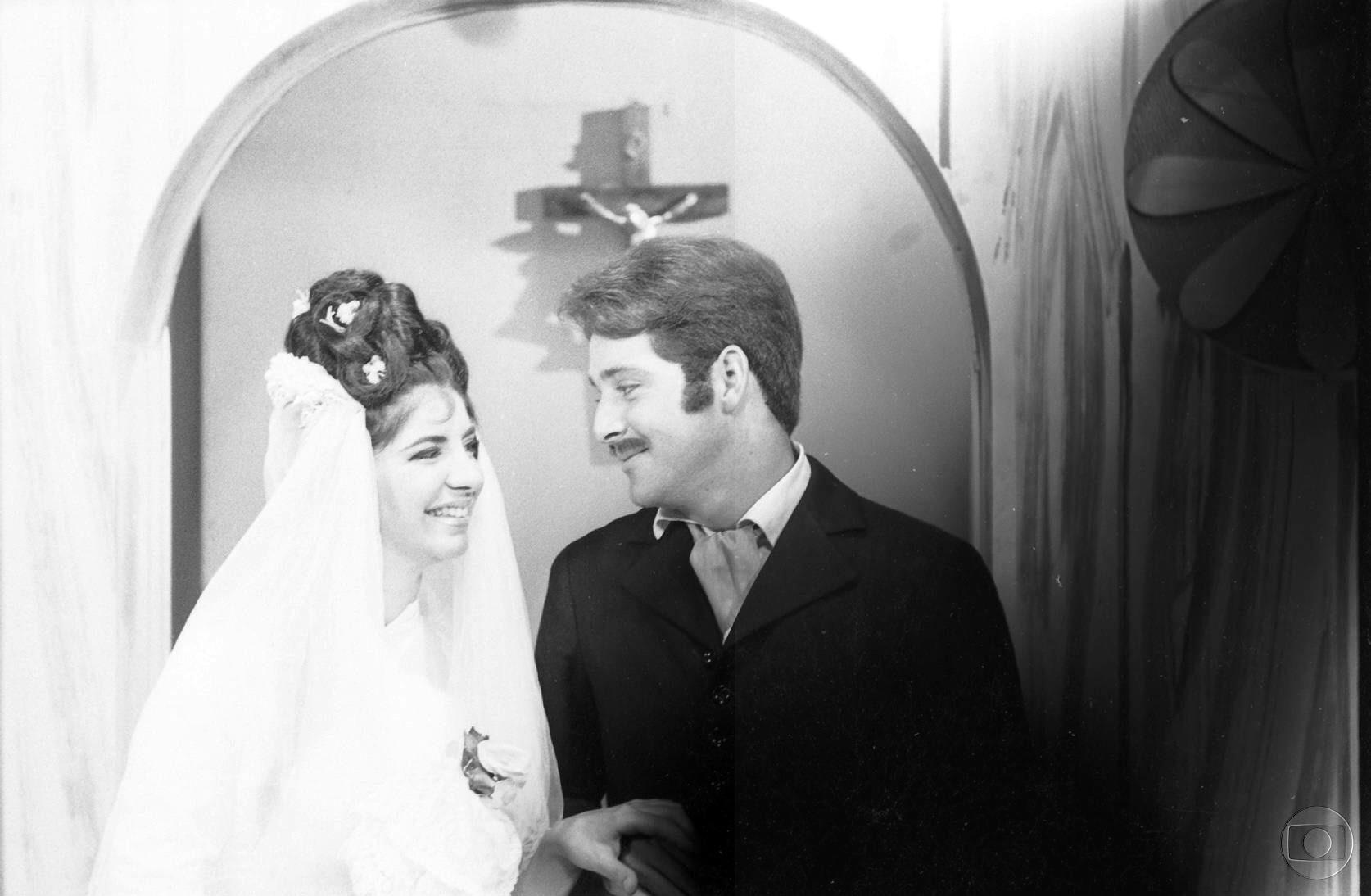 """Cláudio Marzo na novela """"A Moreninha"""", em 1965. Na trama, ele é Augusto, um estudante de Medicina apaixonado por Carolina (Marília Pêra)"""