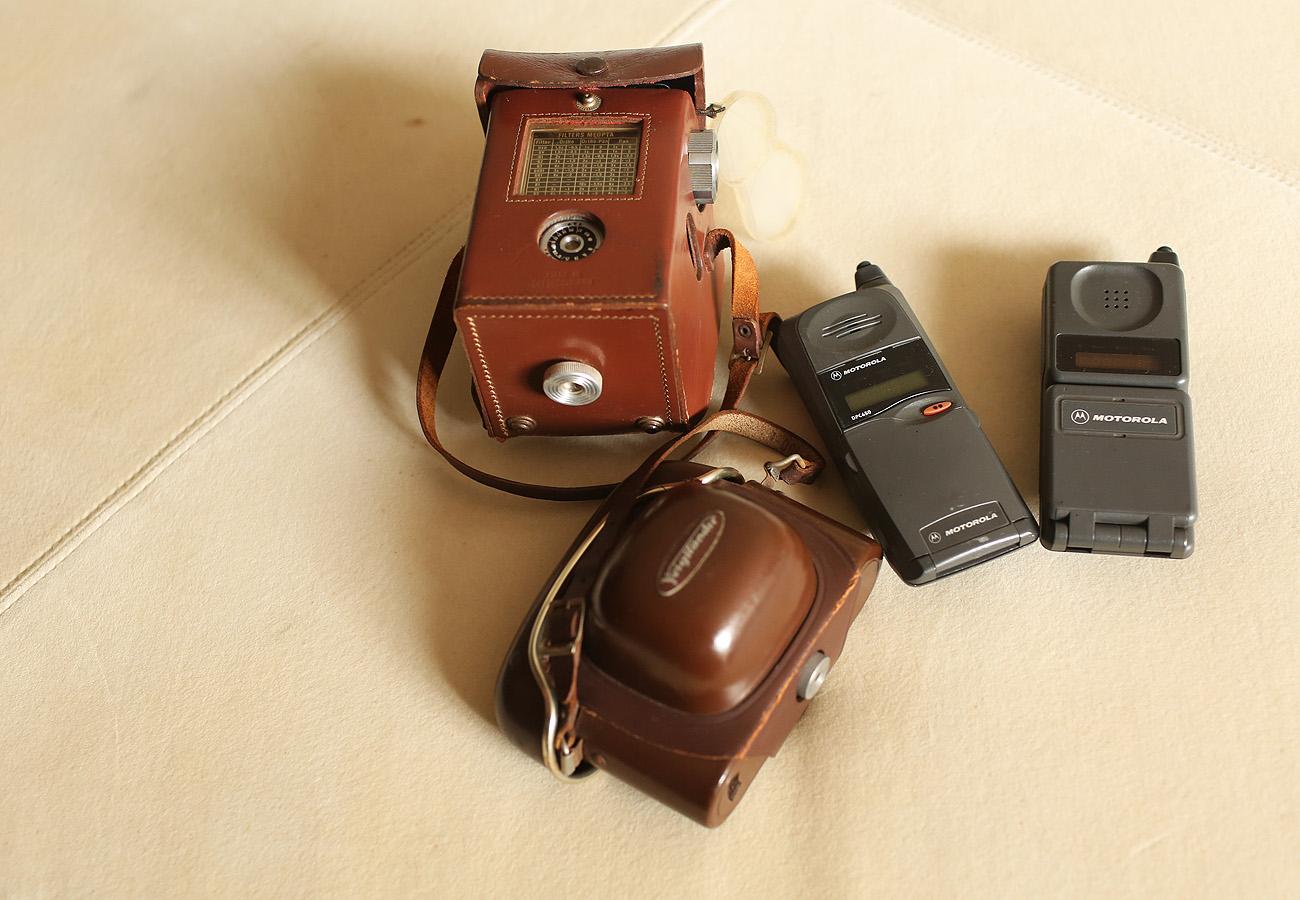 Ele guarda também celulares e máquinas fotográficas antigas Iwi  #A27929 1300x900