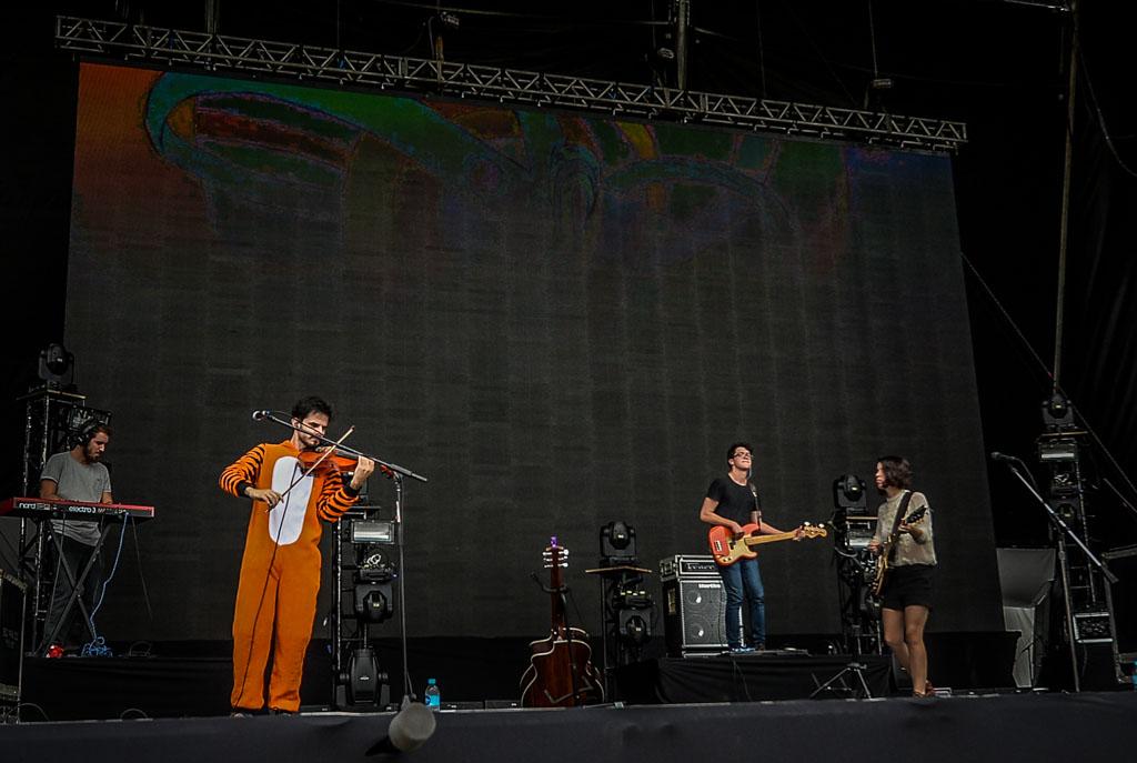 A banda Baleia se apresenta no Lollapalooza 2015, neste sábado, 28, em São Paulo