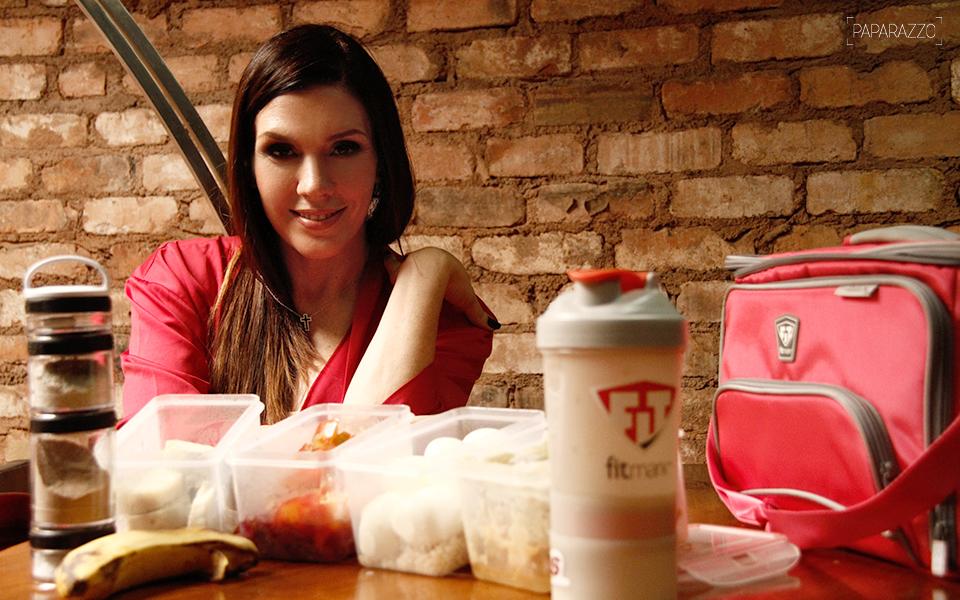 Simony levou para o Paparazzo sua marmita repleta de alimentos saudáveis e controlados por seu nutricionista
