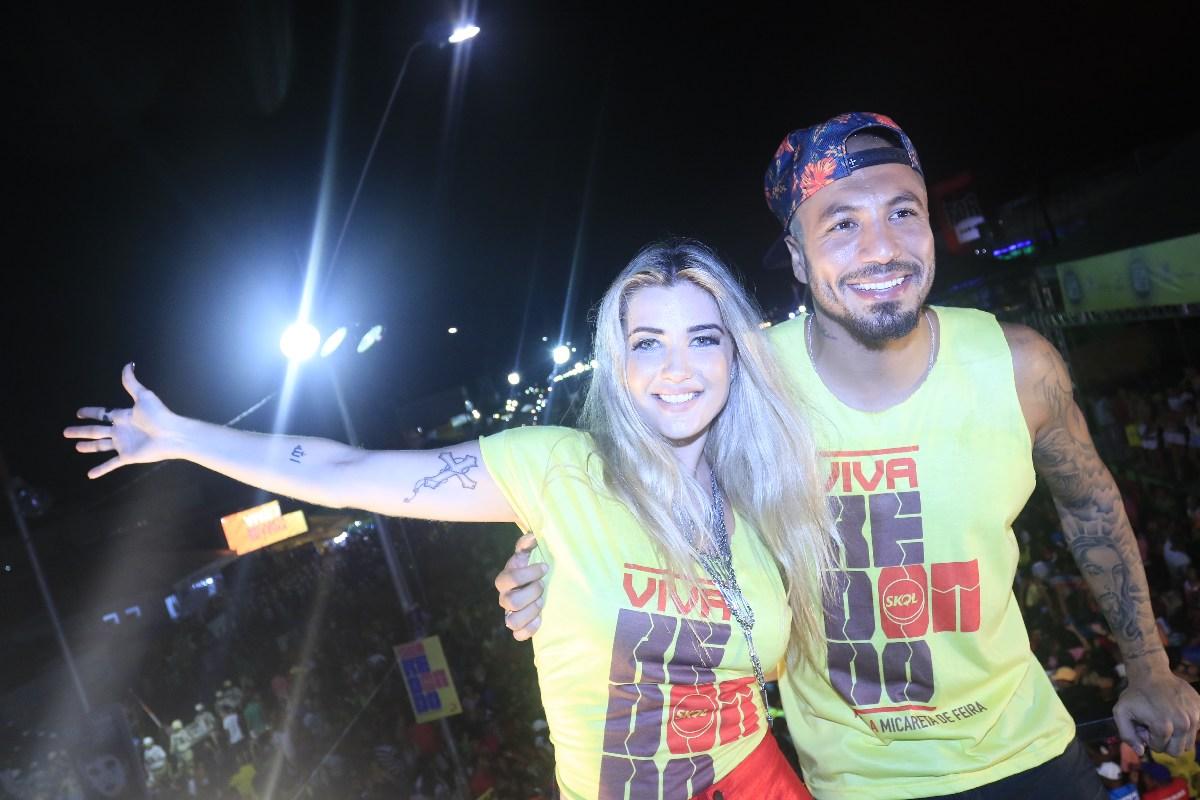 Ex-BBBs Aline e Fernando em micareta em Feira de Santana, na Bahia
