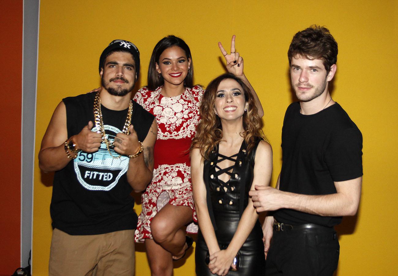 Caio Castro, Bruna Marquezine, Tatá Werneck e Maurício Destri em festa de I love Paraisópolis em São Paulo