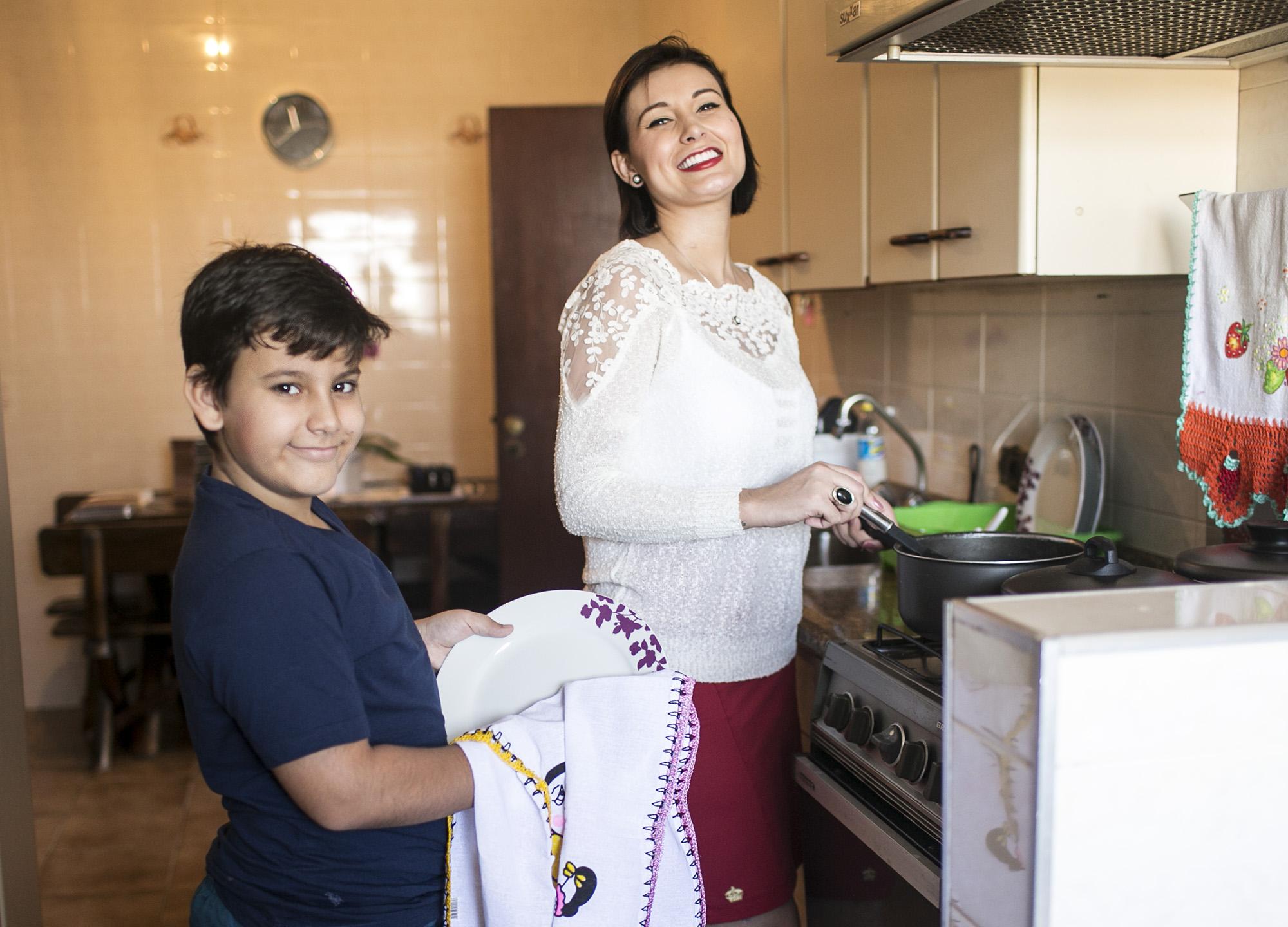 Andressa Urach mora com o filho, Arthur, de 9 anos, em um apartamento na capital paulista