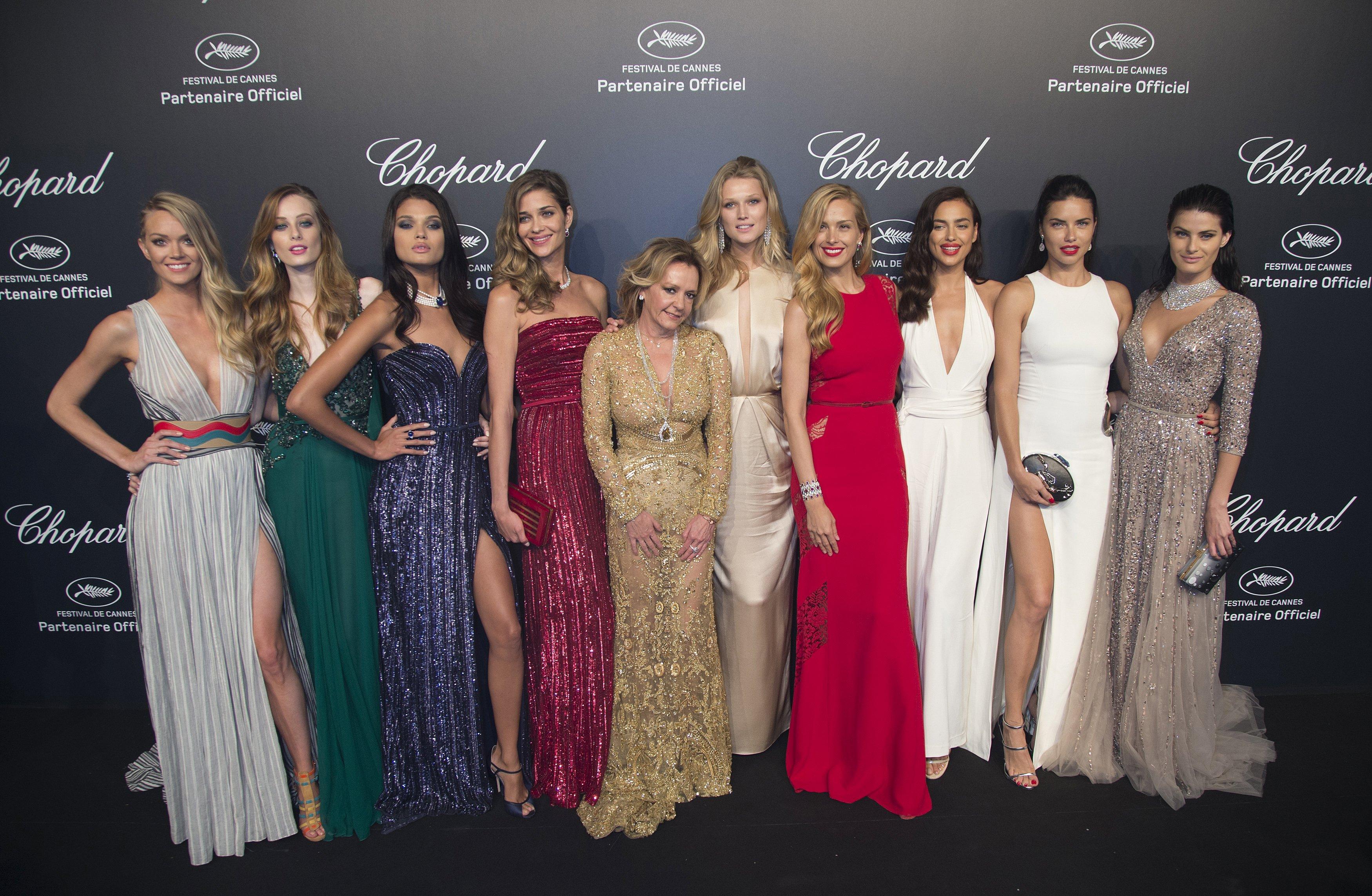Modelos com Caroline Scheufele, diretora artistica e co-presidente do Chopard em festa m Cannes, na França