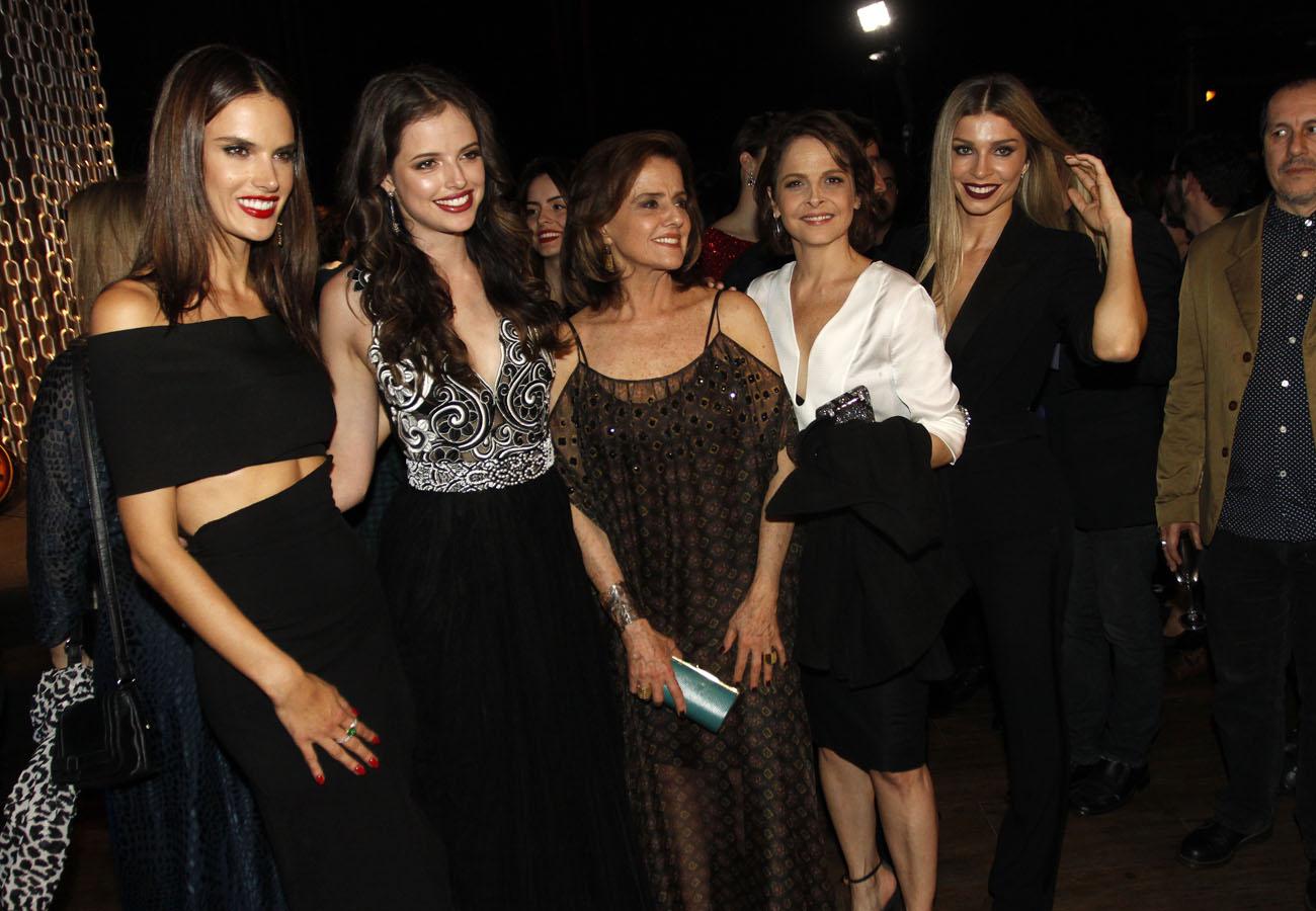 Alessandra Ambrósio, Agatha Moreira, Marieta Severo, Drica Moraes e Grazi Massafera em festa em São Paulo