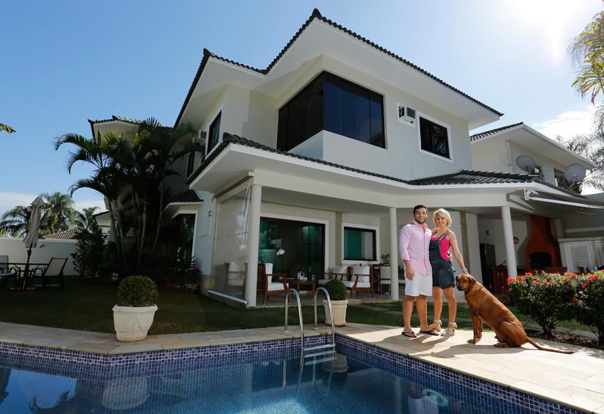 Antônia Fontenelle e Jonathan Costa estão morando juntos na Zona Oeste do Rio