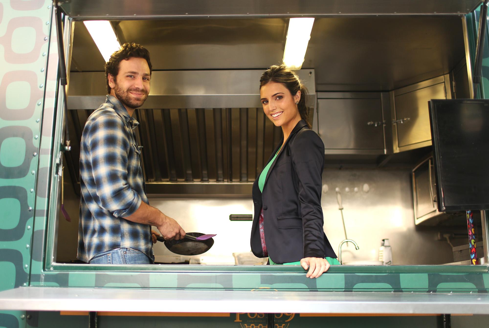 João Gabriel Vasconcellos e Jessica Aronis comandam food truck natural em São Paulo