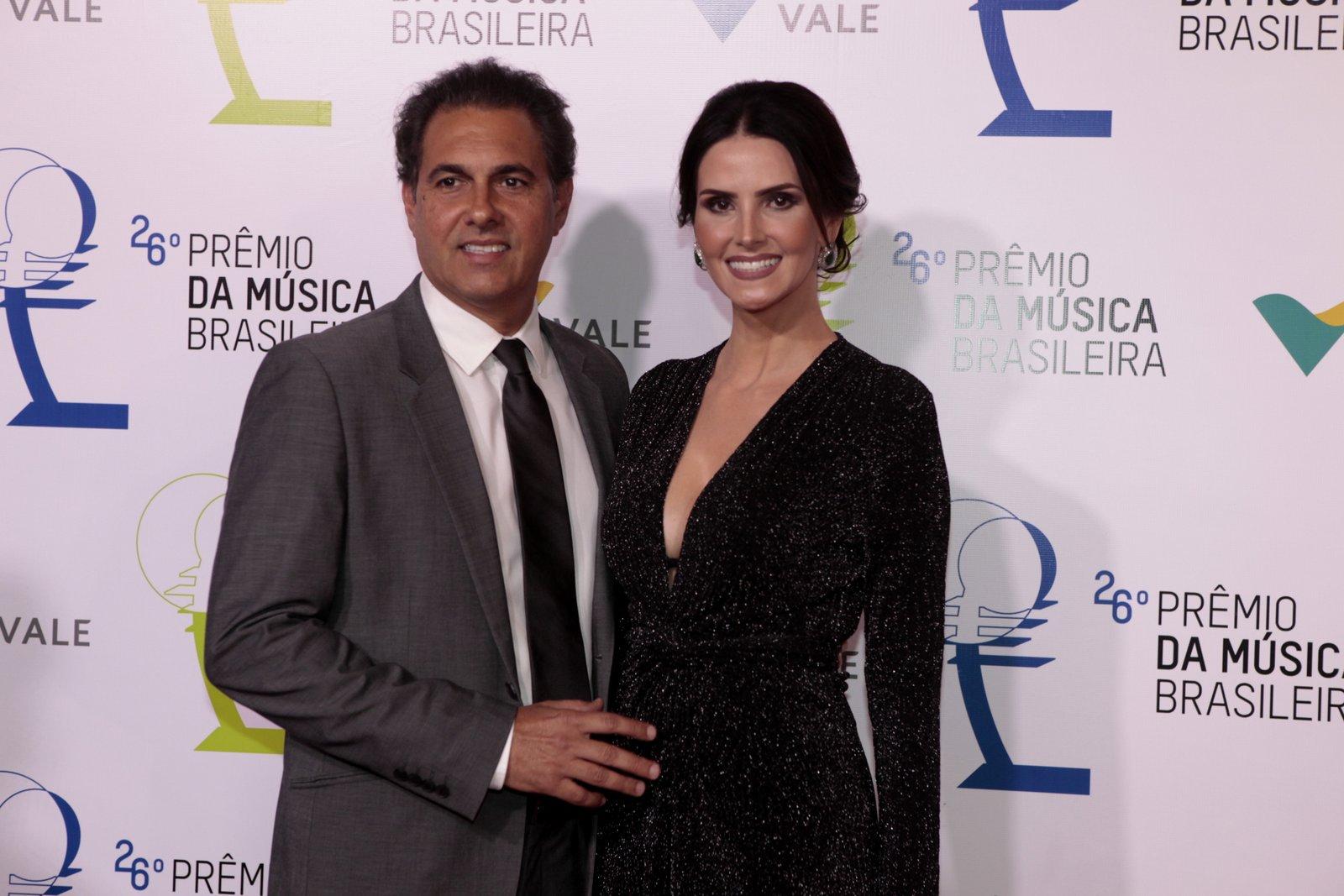 Lisandra Souto com o namorado, o empresário Gustavo Fernandes