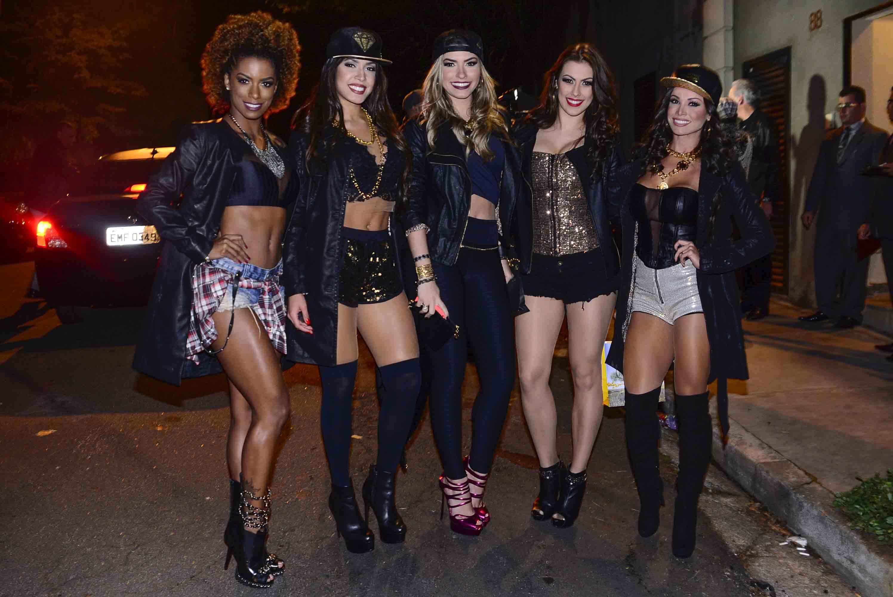 Bailarinas do Domingão do Fautão em festa em São Paulo