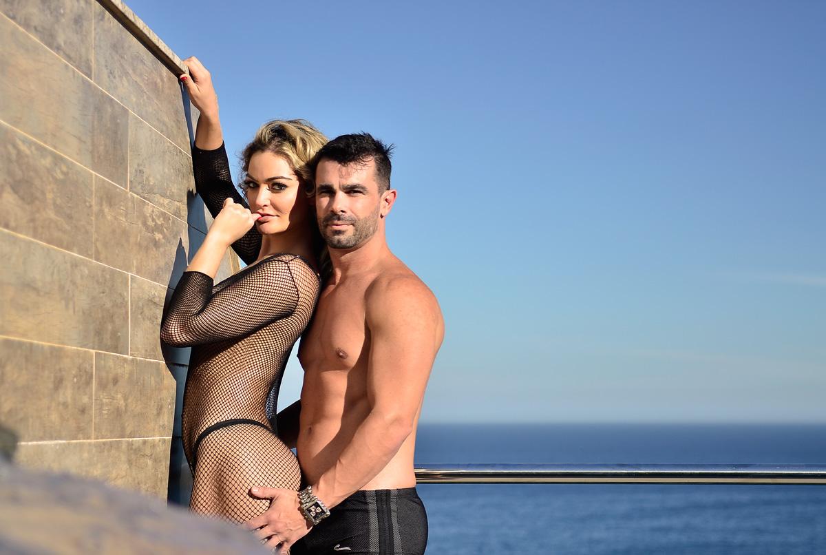 Laura Keller e o marido, Jorge Souza, mostram intimidade em ensaio sensual