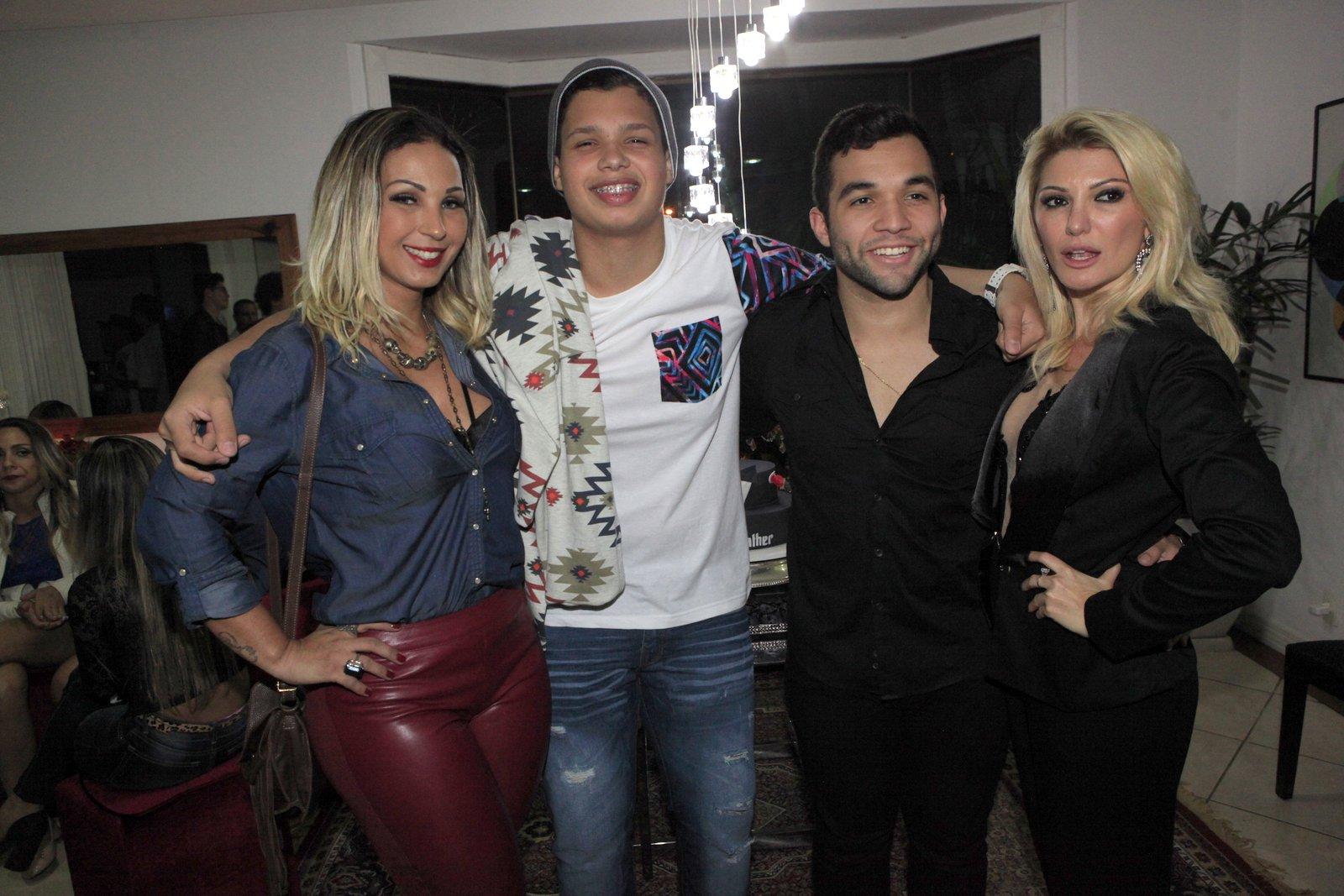Valesca Popozuda, Pablo, Jonathan Costa e Antônia Fontenelle em festa na Zona Oeste do Rio