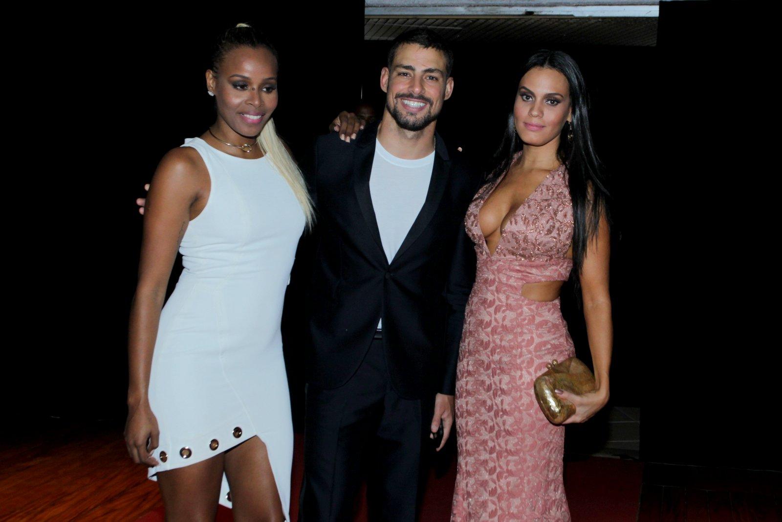 Roberta Rodrigues, Cauã Reymond e Leticia Lima em festa no Rio
