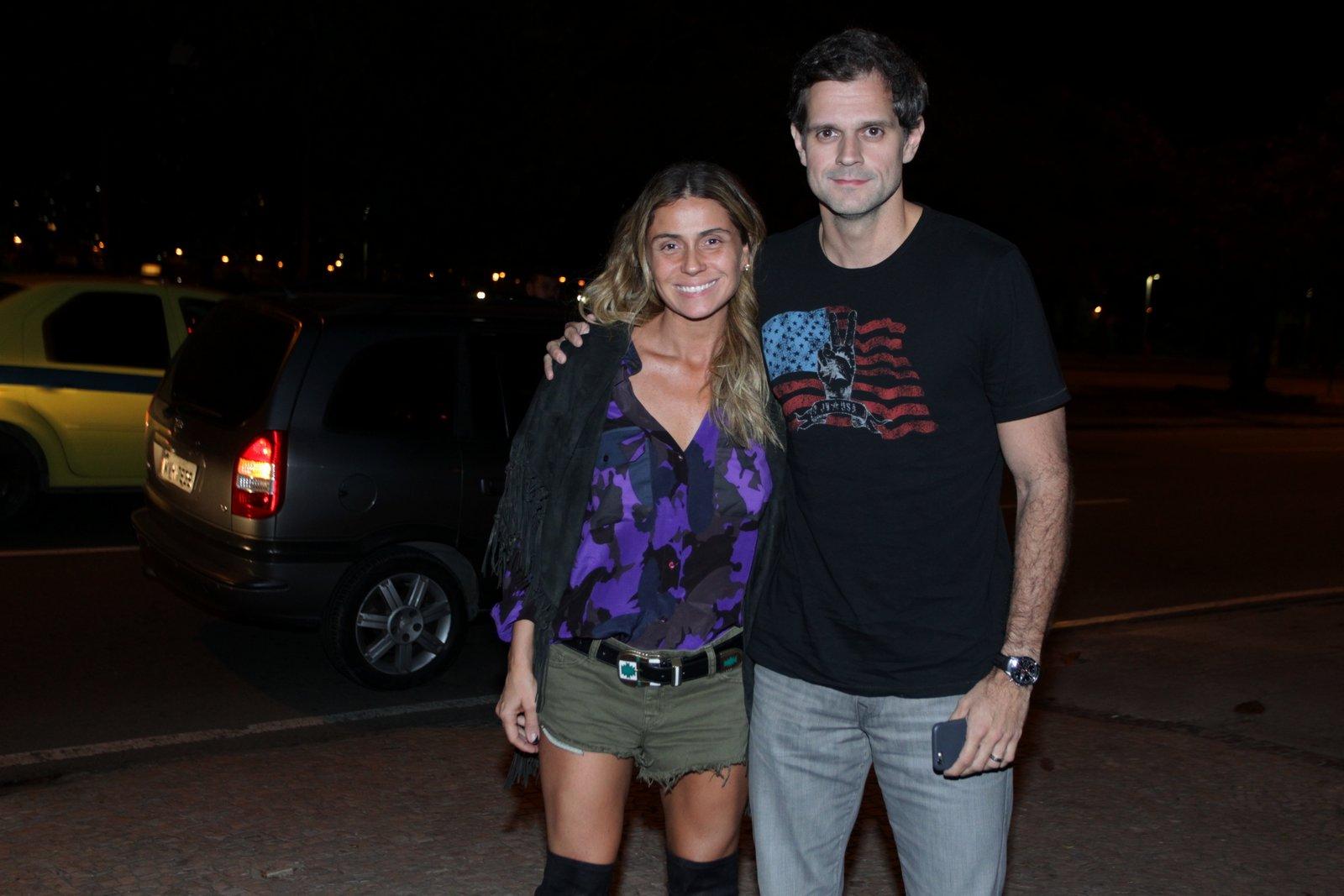 Giovanna Antonelli e o marido, Leonardo Nogueira, em festa na Zona Sul do Rio