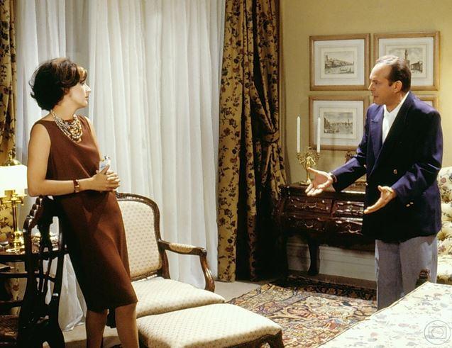 Betty Lago com José Wilker em Anos Rebeldes, 1992, sua estreia na TV