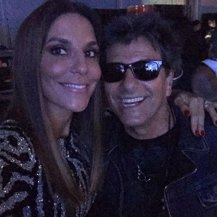 A cantora também posou ao lado de Evandro Mesquita