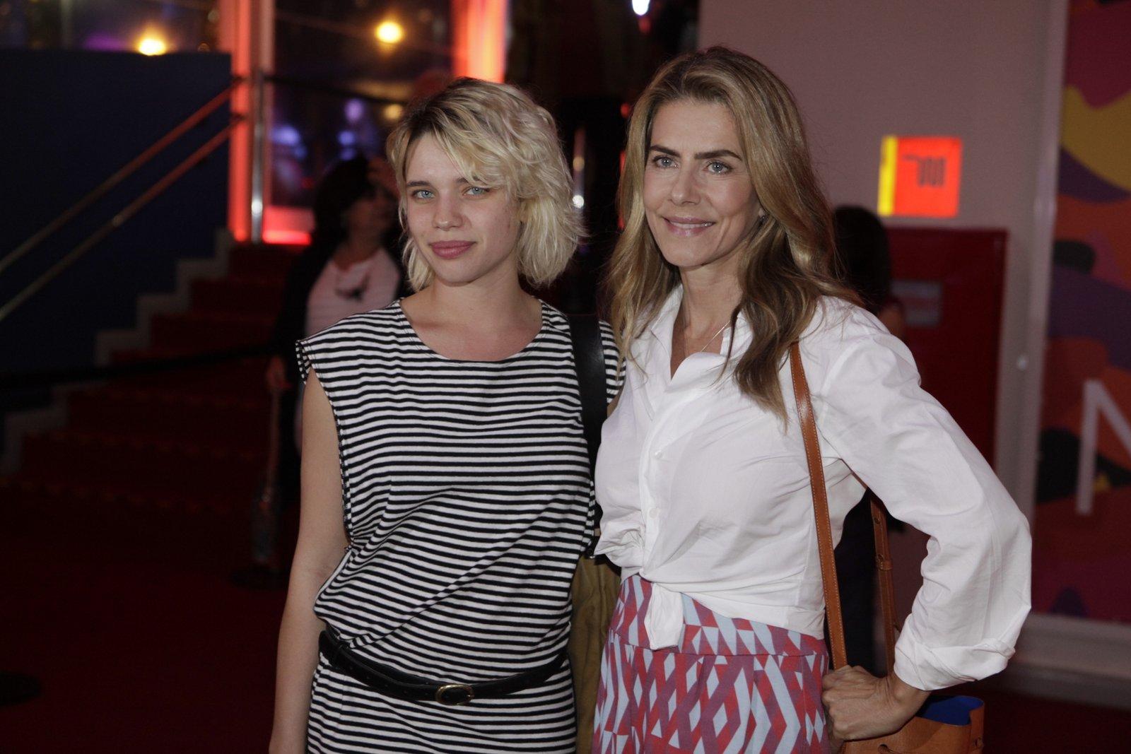 Bruna Linzmeyer e Maitê Proença em pré-estreia de filme na Zona Sul do Rio