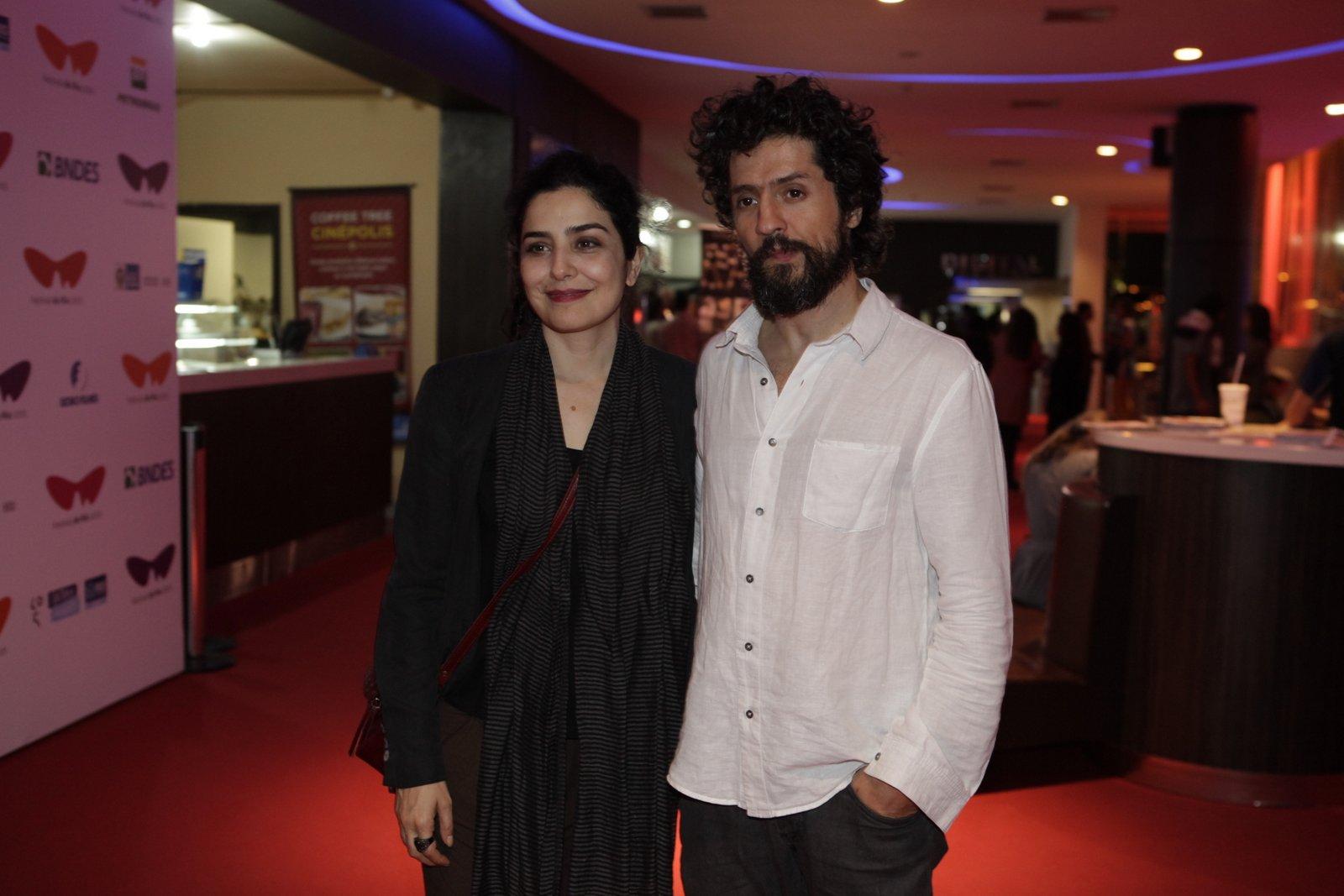 Letícia Sabatella e o marido, Fernando Alves Pinto, em pré-estreia de filme na Zona Sul do Rio