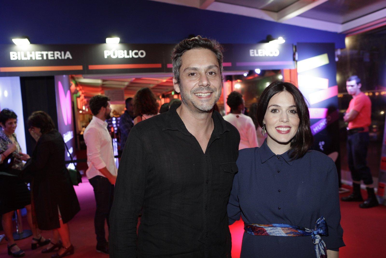 Alexandre Nero e a mulher, Karen Brustolin, em pré-estreia de filme na Zona Sul do Rio