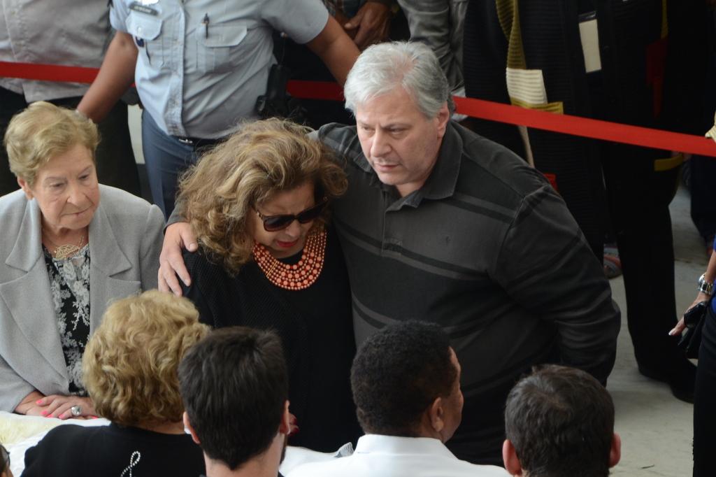 Ângela Maria e o marido, Daniel D'Ângelo, no velório de Cauby Peixoto, nesta segunda-feira, 16, na Assembleia Legislativa do Estado de São Paulo