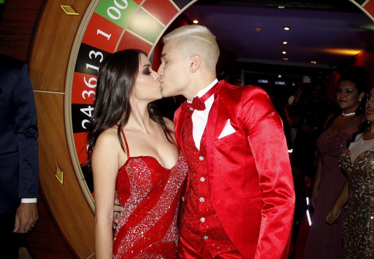 MC Gui e a namorada, Luiza Cioni, posaram juntos na